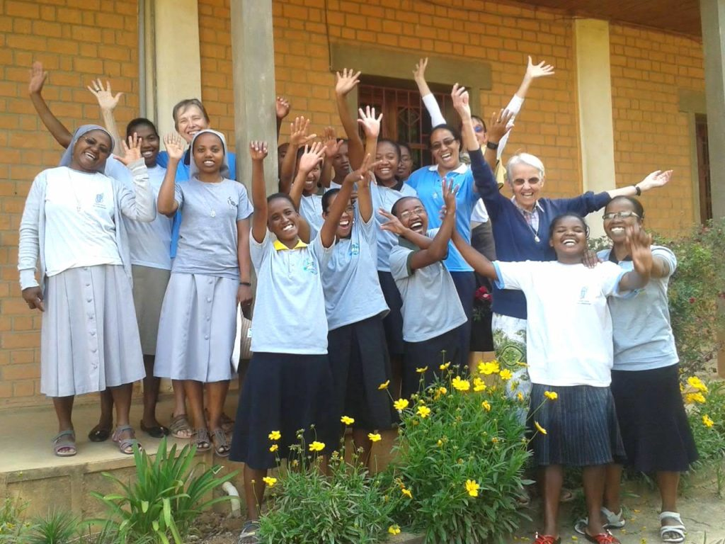 Petites soeurs de l'Assomption et postulantes à Ampopoka -Madagascar